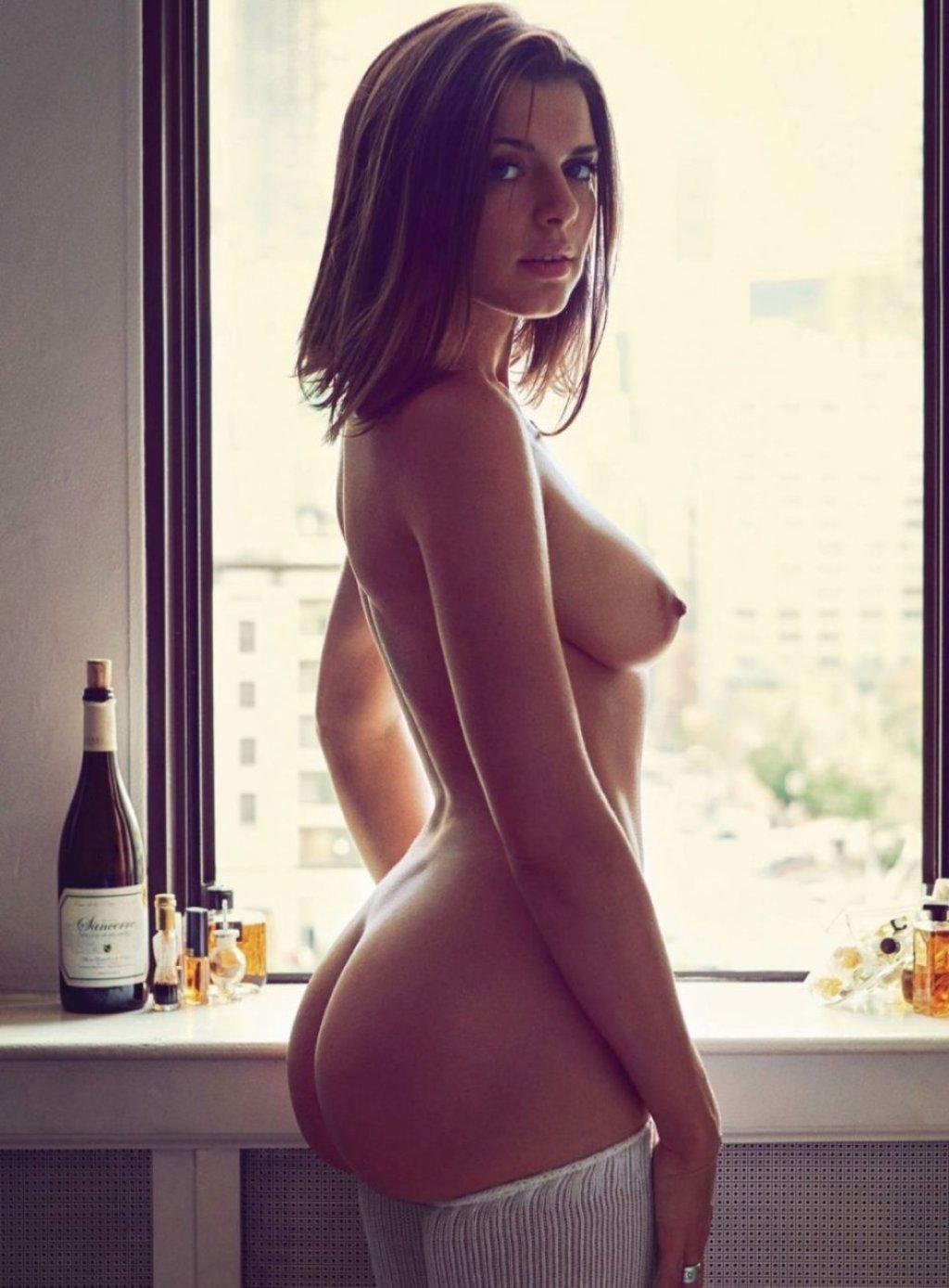 Julia Fox Nude (19 Photos)