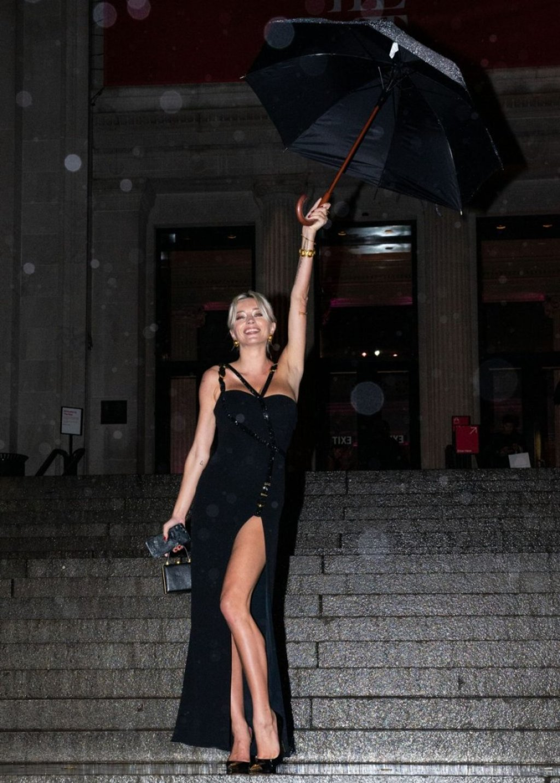 Caroline Vreeland Sexy (17 Photos + Video)