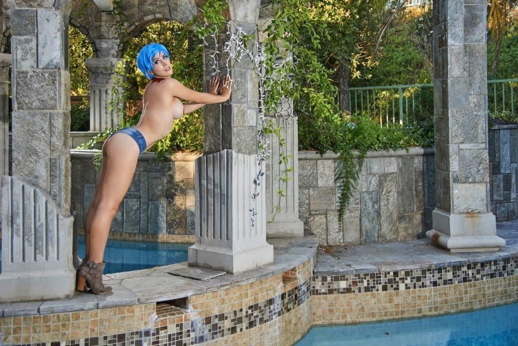 Elizabeth Rage Sexy & Topless (33 Photos)