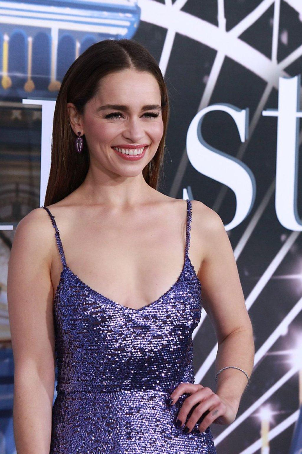 Emilia Clarke Sexy (90 Photos)
