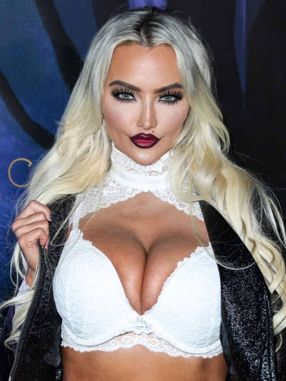 Lindsey Pelas Sexy (44 Photos + Video)