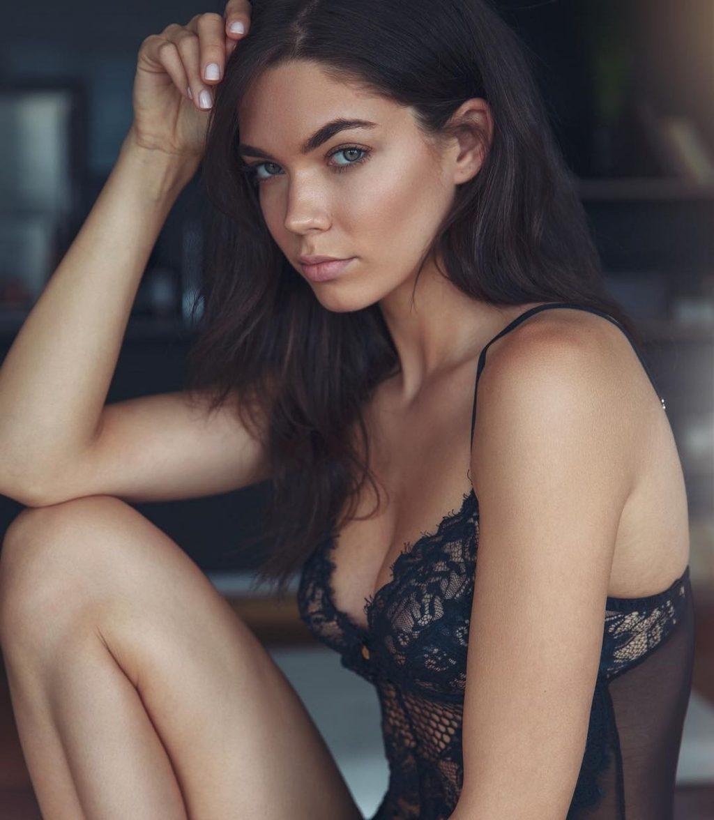 Aarika Wolf Nude & Sexy (137 Photos)