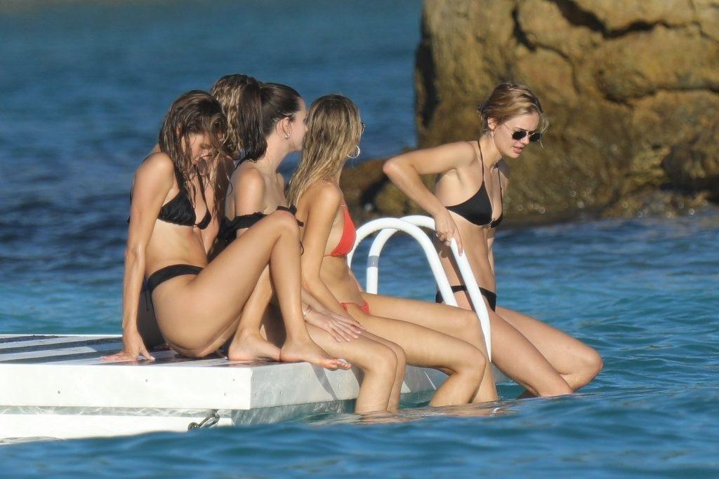 Devon Windsor, Hannah Ferguson, Shanina Shaik Sexy (92 Photos)