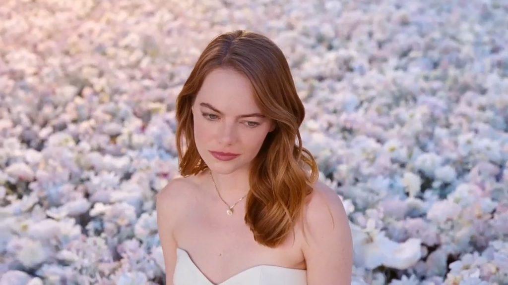 Emma Stone Sexy (21 Photos + Video)