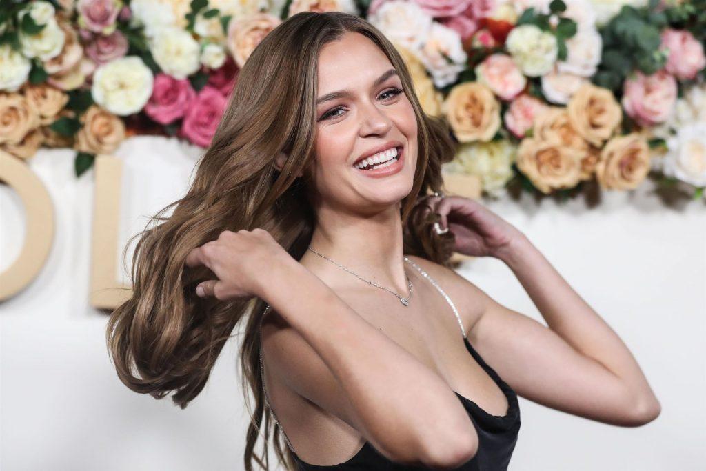 Josephine Skriver Sexy (51 Photos)