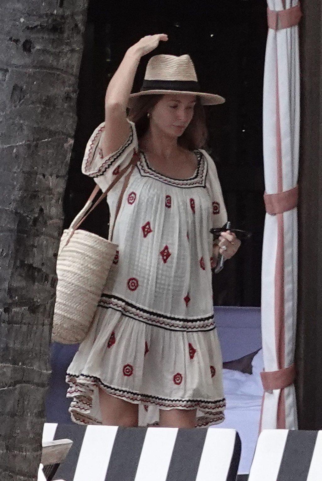 Millie Mackintosh Sexy (41 Photos)
