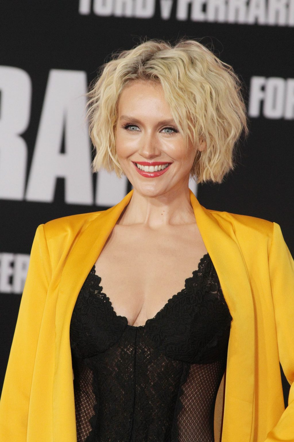 Nicky Whelan Sexy (23 Photos)
