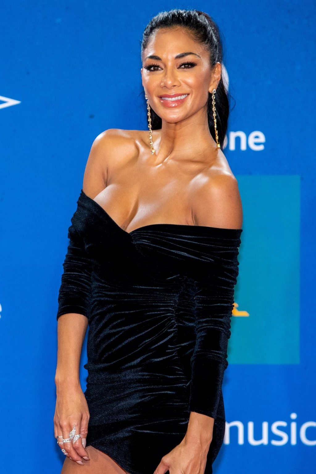 Nicole Scherzinger Sexy (17 New Photos)