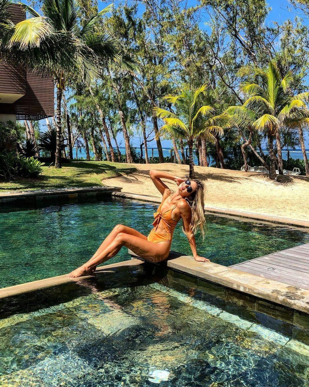 Olivia Pougnet Nude & Sexy (16 Photos)
