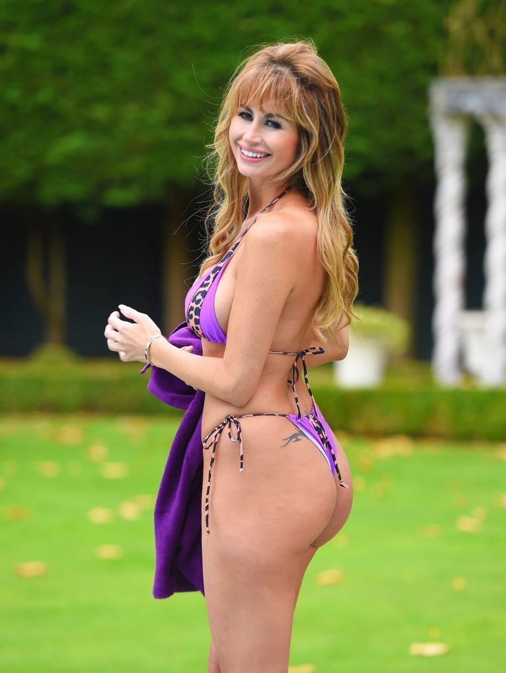 Ester Dee Sexy (13 Photos)