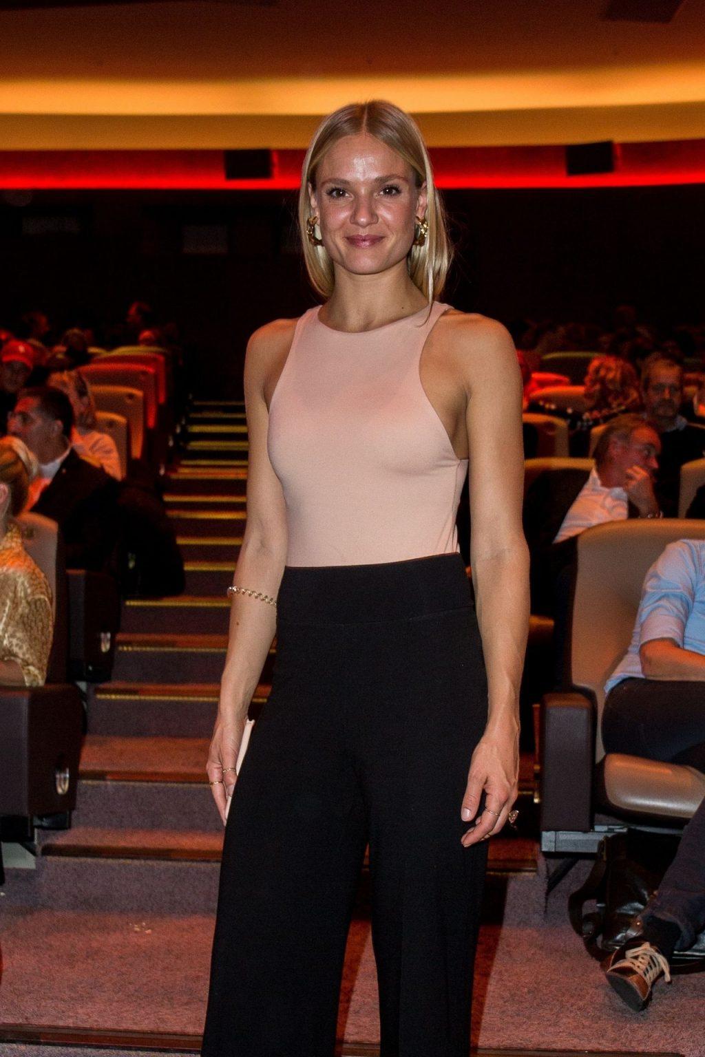 Pia Stutzenstein Sexy (5 Photos)