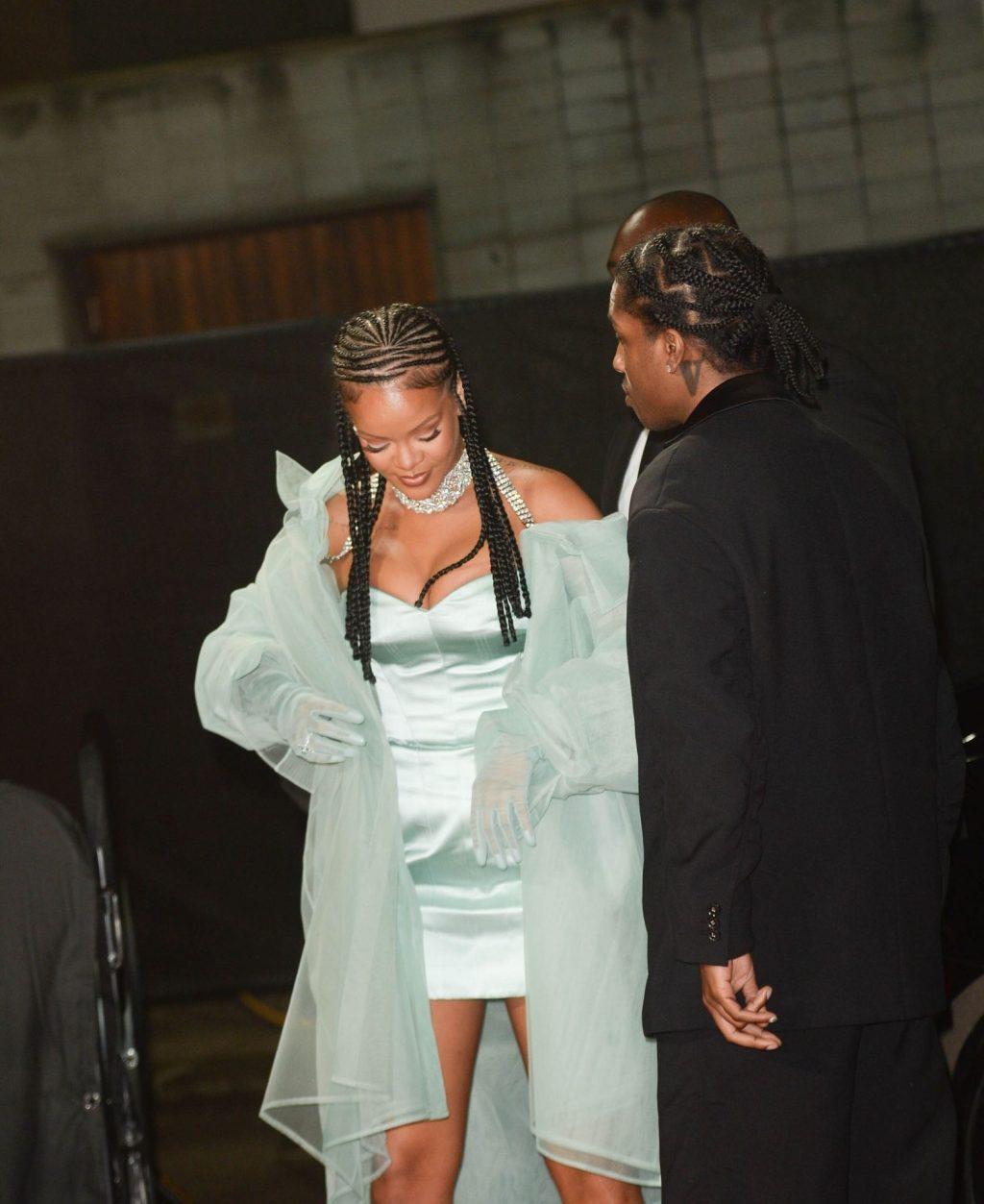 Rihanna Sexy (42 Photos)