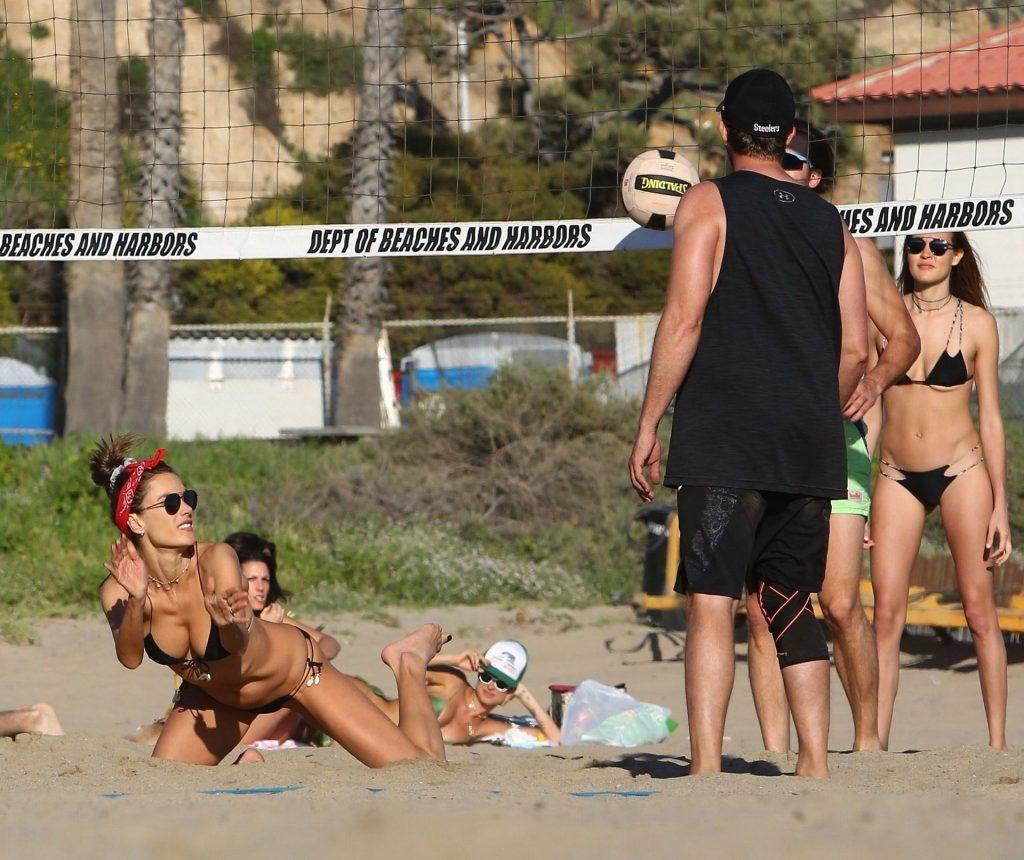Alessandra Ambrosio (17 Hot Photos)