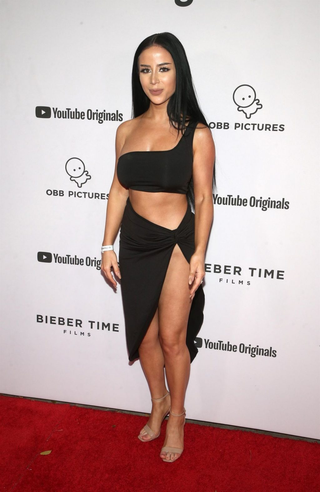 Pantyless Amber Scholl Poses at the Justin Bieber: Seasons Premiere (9 Photos)