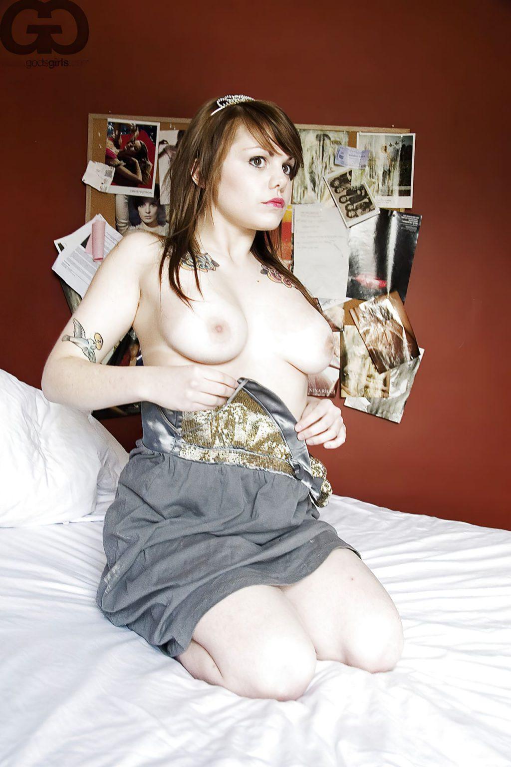 Beatrice Martin aka Coeur De Pirate Nude Collection (136 Photos)