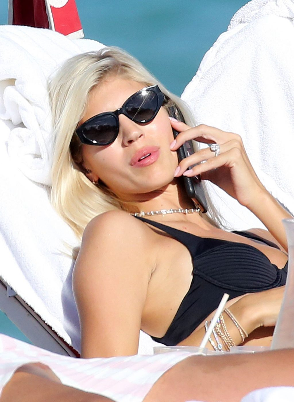 Sexy Model Devon Windsor Wears a Bikini at The Beach in Miami (20 Photos)