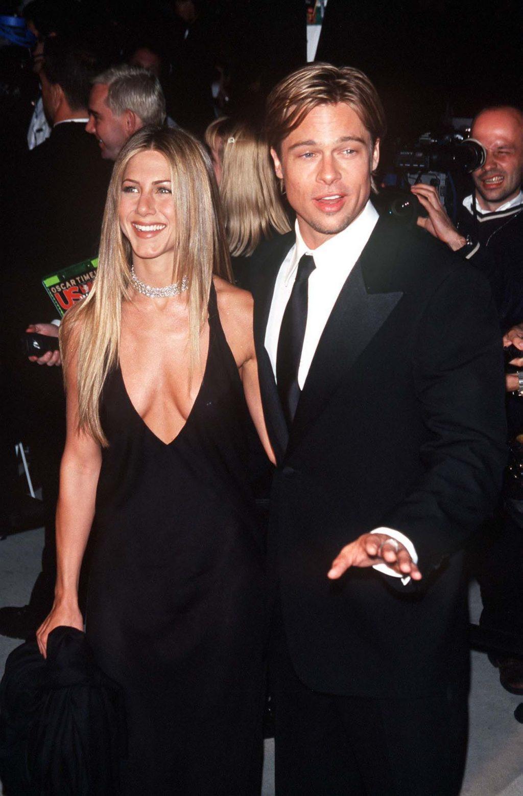 Jennifer Aniston's Cleavage (4 Photos)