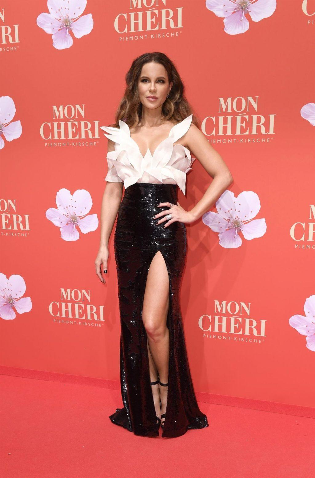 Kate Beckinsale Sexy (13 Hot Photos)