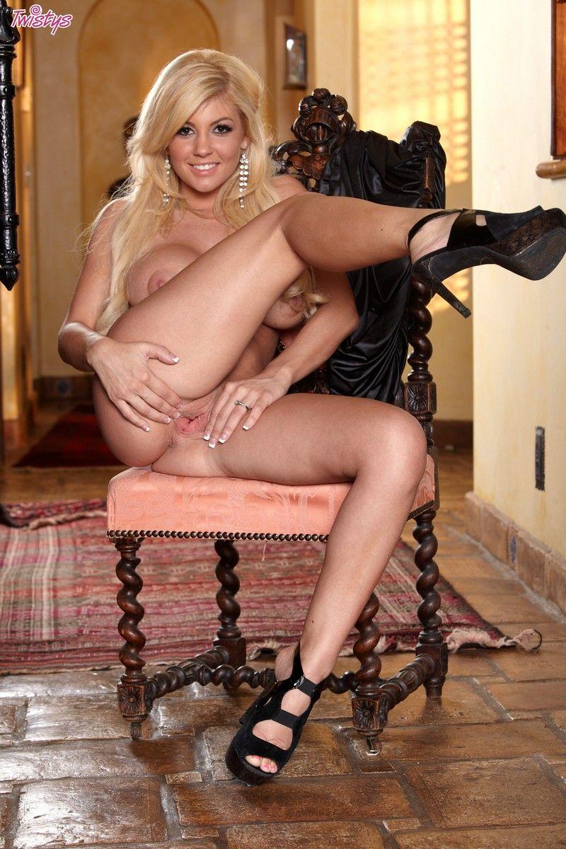 Lacy Spice Nude (121 Photos)