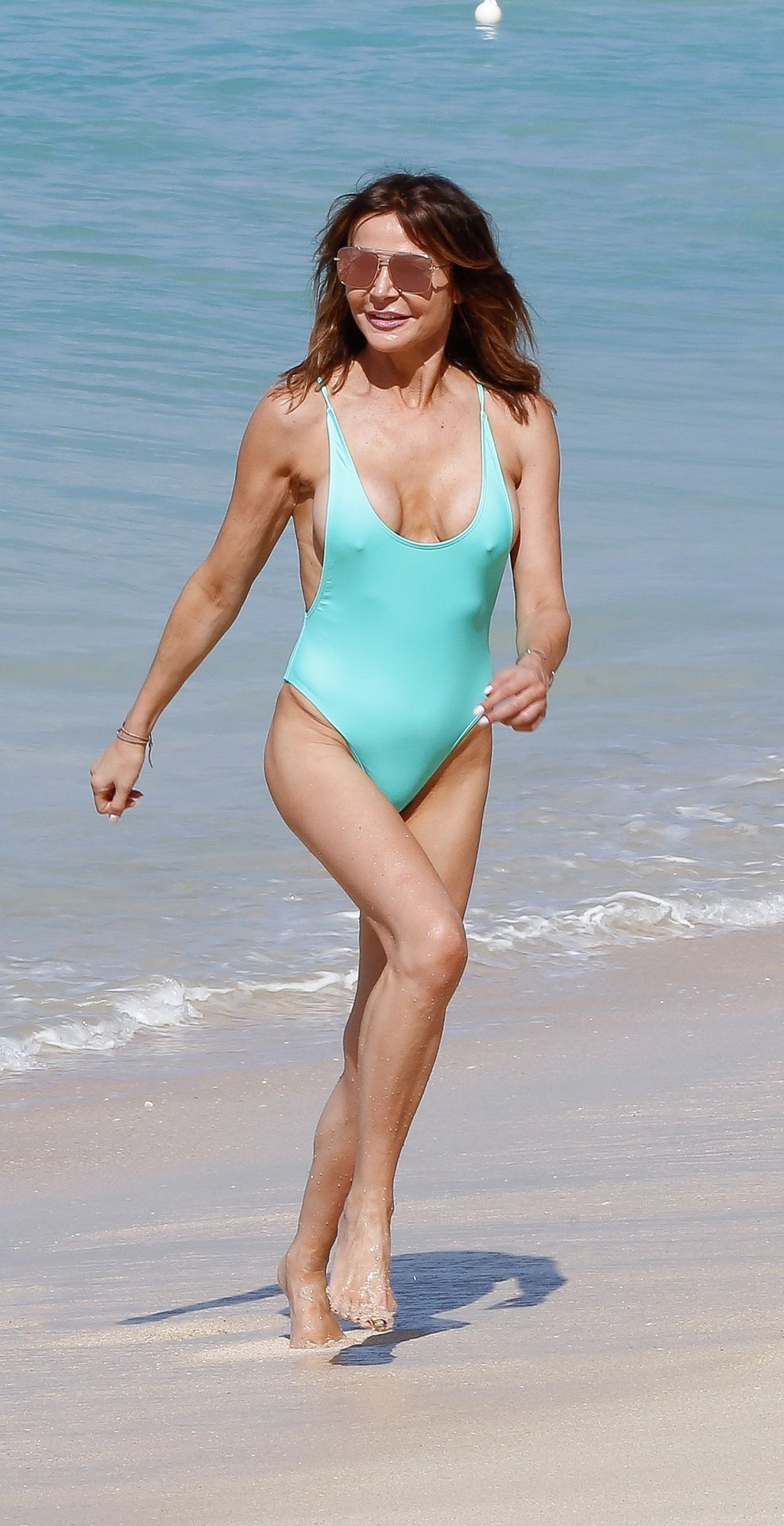 Lizzie Cundy Sexy (28 Photos)