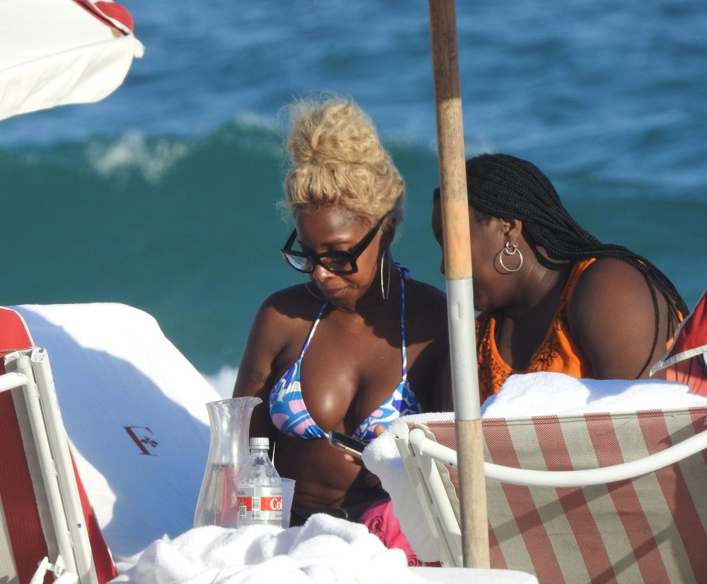 Mary J. Blige Sexy (39 Photos)