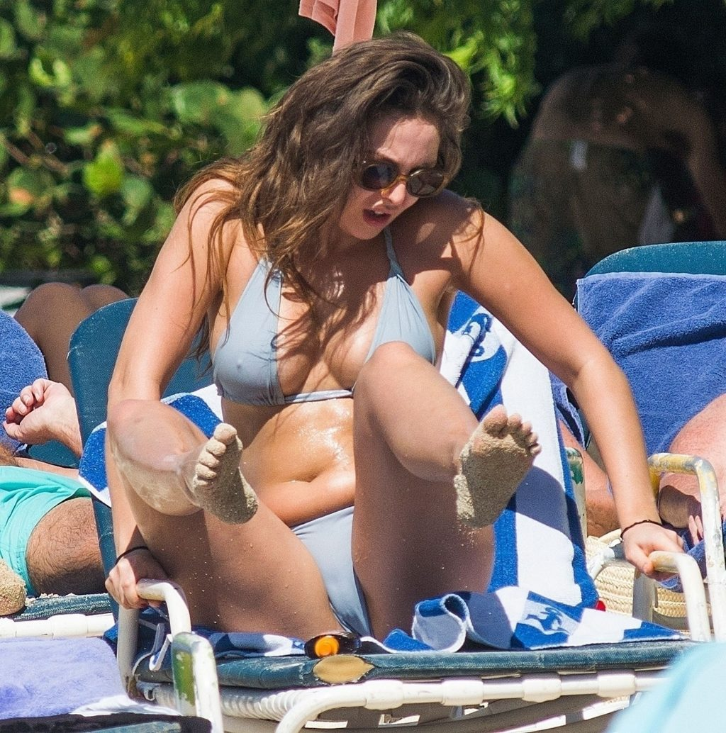 Melissa Reeves Enjoys a Day with Lauryn and Amelia Goodman in Barbados (94 Photos)