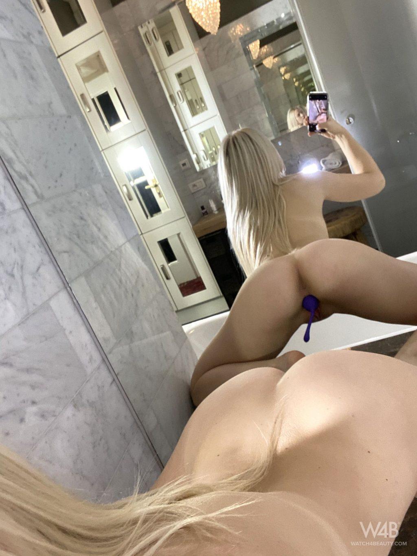 Nikki Hill Nude – Nikki's Selfies (61 Photos + GIF & Video)