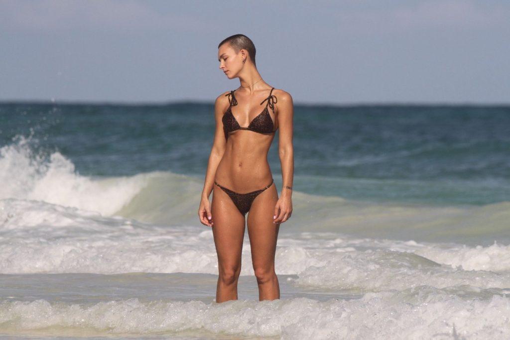 Rachel Cook, Hayley Warren Sexy (30 Photos)
