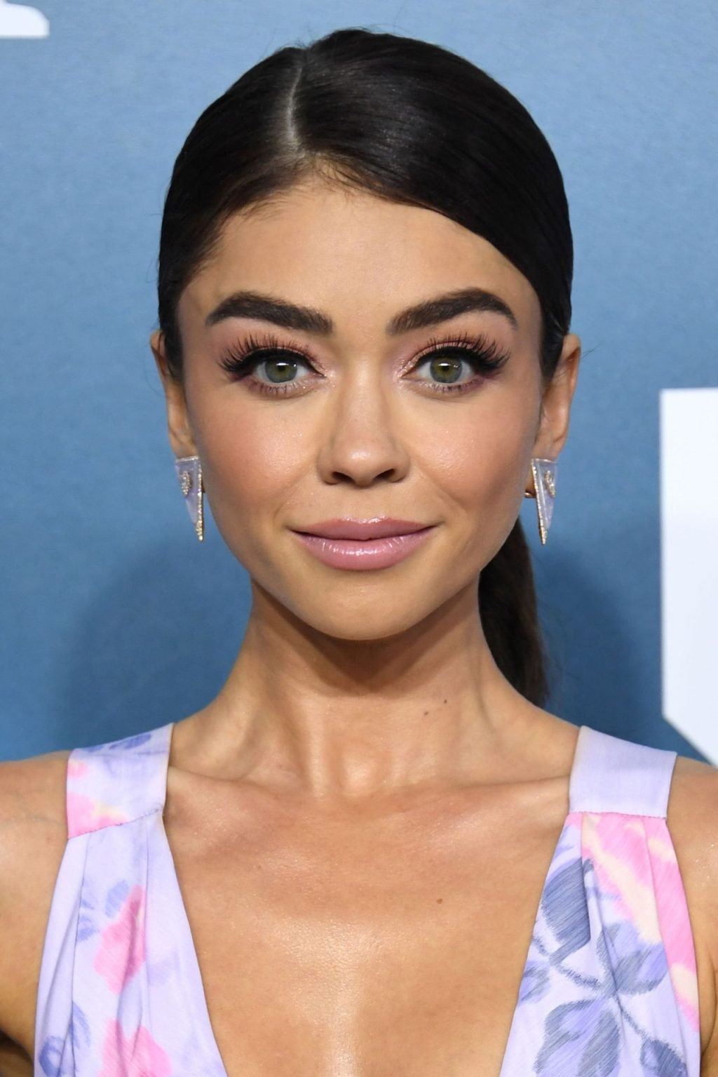 Sarah Hyland Stuns at the Screen Actors Guild Awards (67 Photos + Video)
