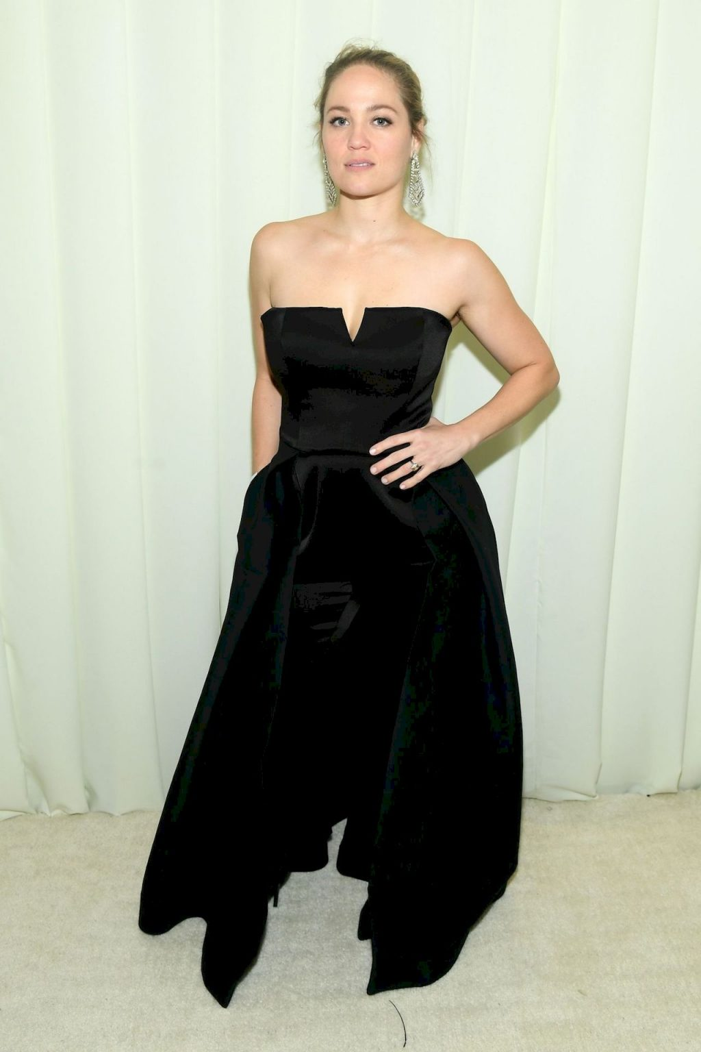 Erika Christensen Displays Her Cleavage at the Elton John 28th Annual Academy Awards Viewing Party (21 Photos)
