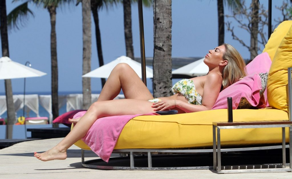 Frankie Essex Shows Off Her Curves on Holiday in Lanzarote (11 Photos)