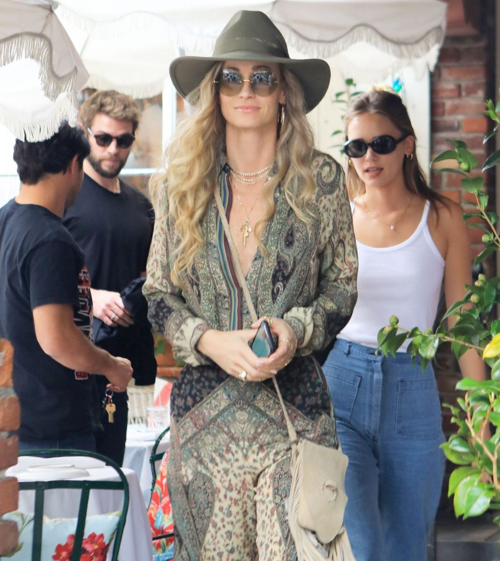 Liam Hemsworth's Girlfriend Gabriella Brooks Goes Braless For Lunch With His Family (17 Photos)