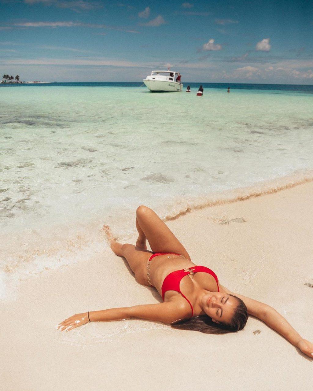 Kalani Hilliker Sexy (48 Photos)