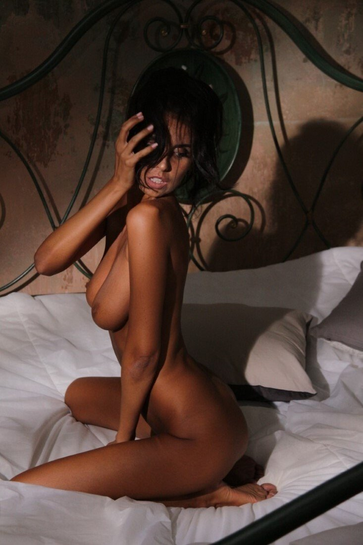 Laura Giraudi Nude (8 Photos)