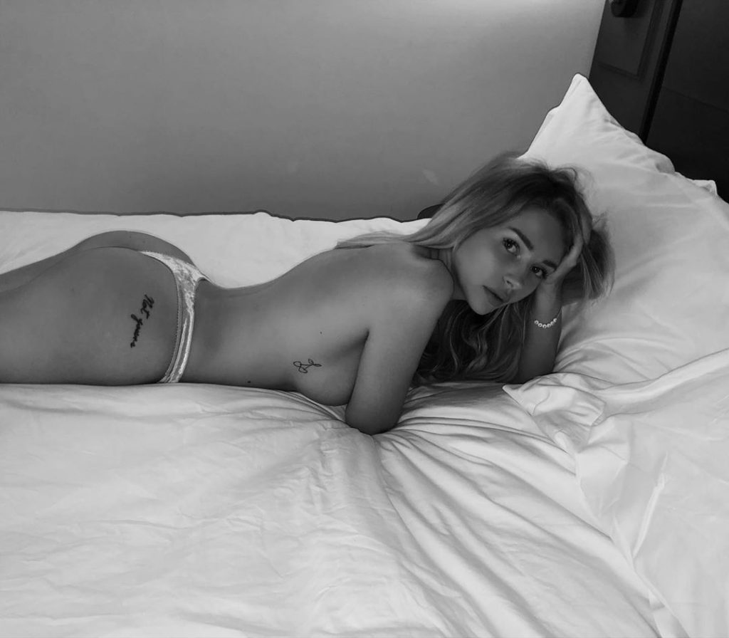 Lottie Moss Topless (4 Photos + Video)