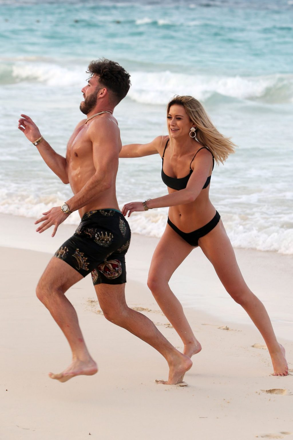 Olivia Bentley and Joshua Ritchie Enjoy Their Vacation in Punta Cuna (26 Photos)