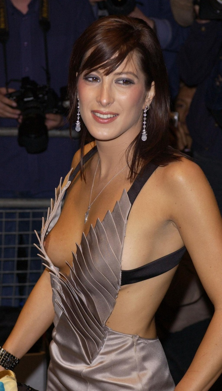 Tamara Czartoryska's Nude Tit (3 Photos)