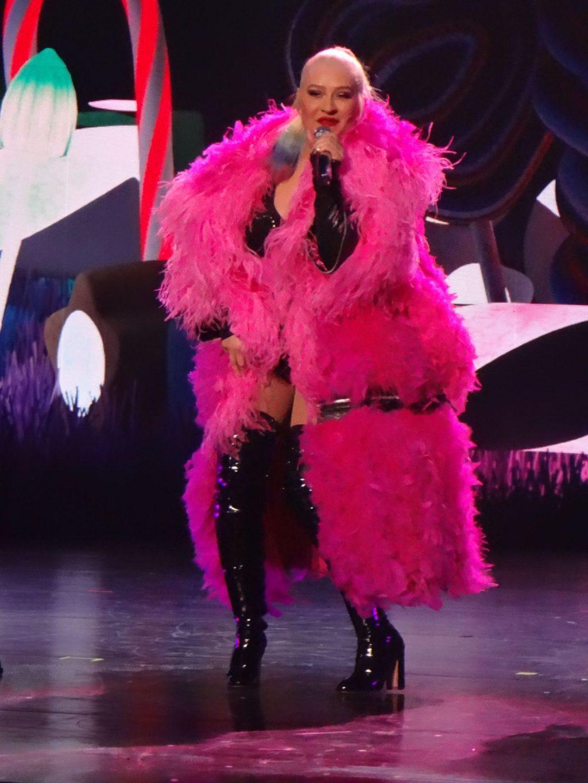 Christina Aguilera Performs in Las Vegas (101 Photos)