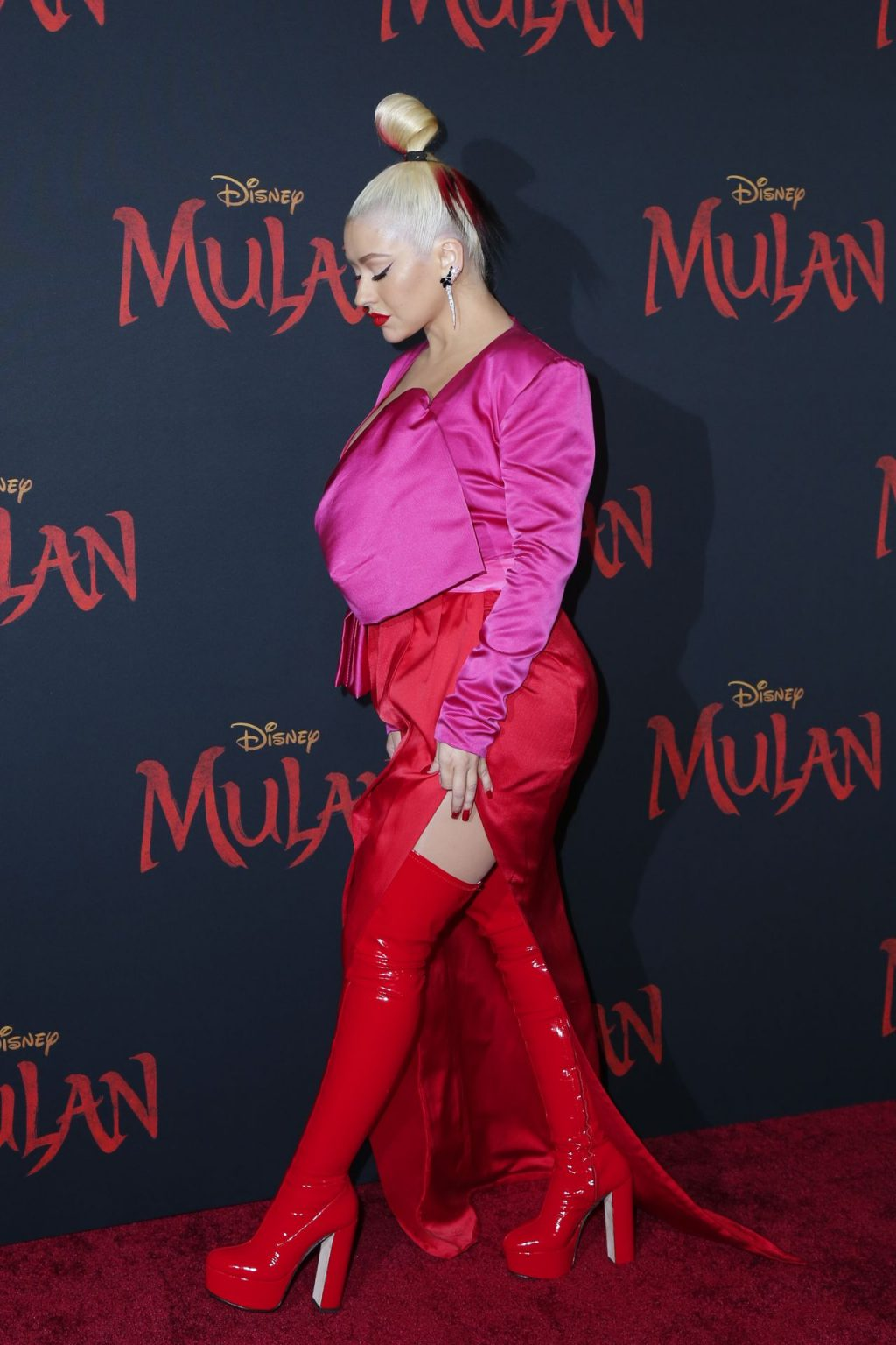 Christina Aguilera Attends the Premiere of Disney's Mulan in LA (96 Photos)