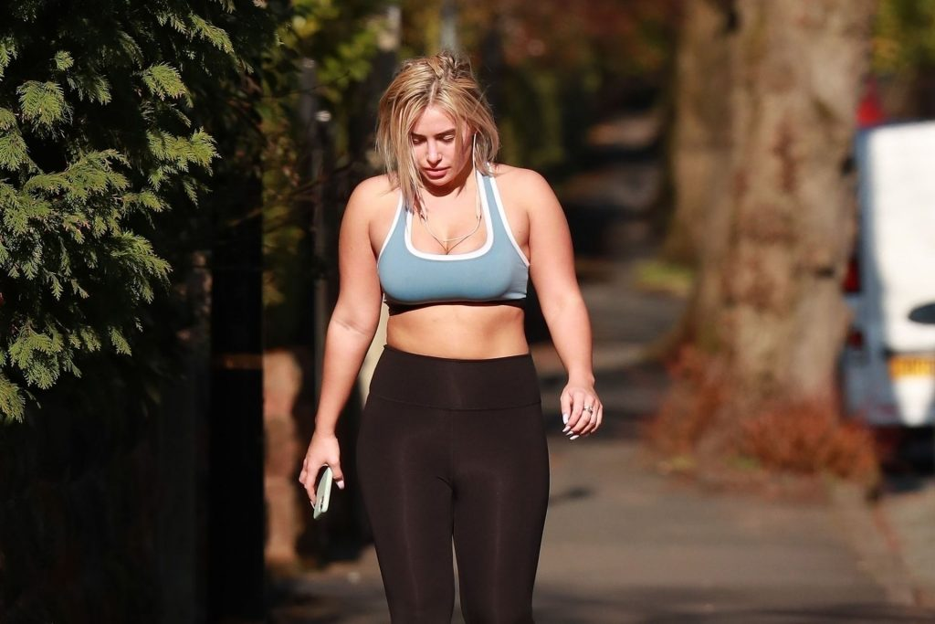 Ellie Brown Stays in Shape with Her Allowed Once a Day of Exercise (23 Photos)