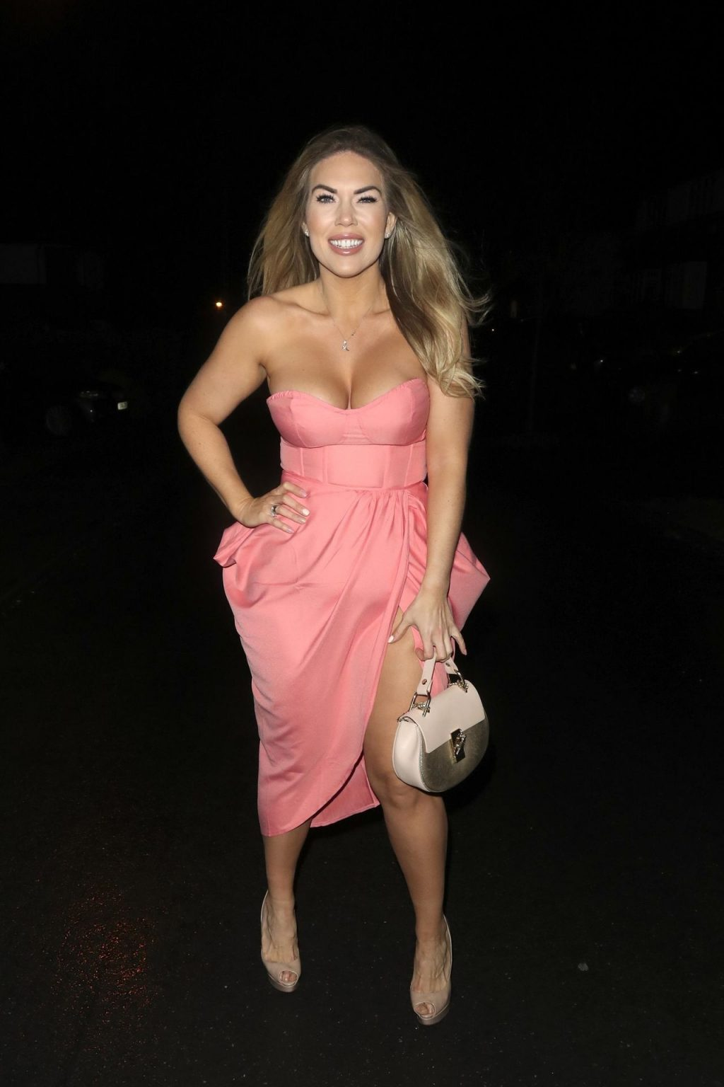 Frankie Essex Shows Off Her Ample Cleavage in Shoreditch (10 Photos)
