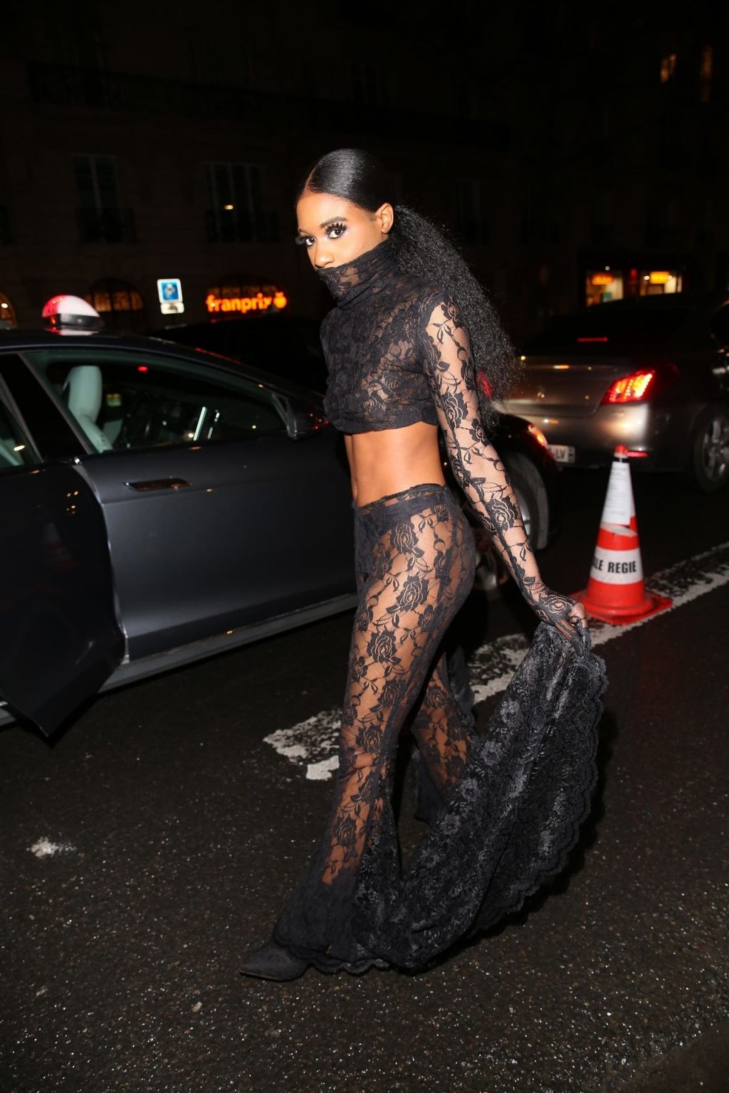 Unknown Guest Arrives for the Hermes Fashion Show (29 Photos)