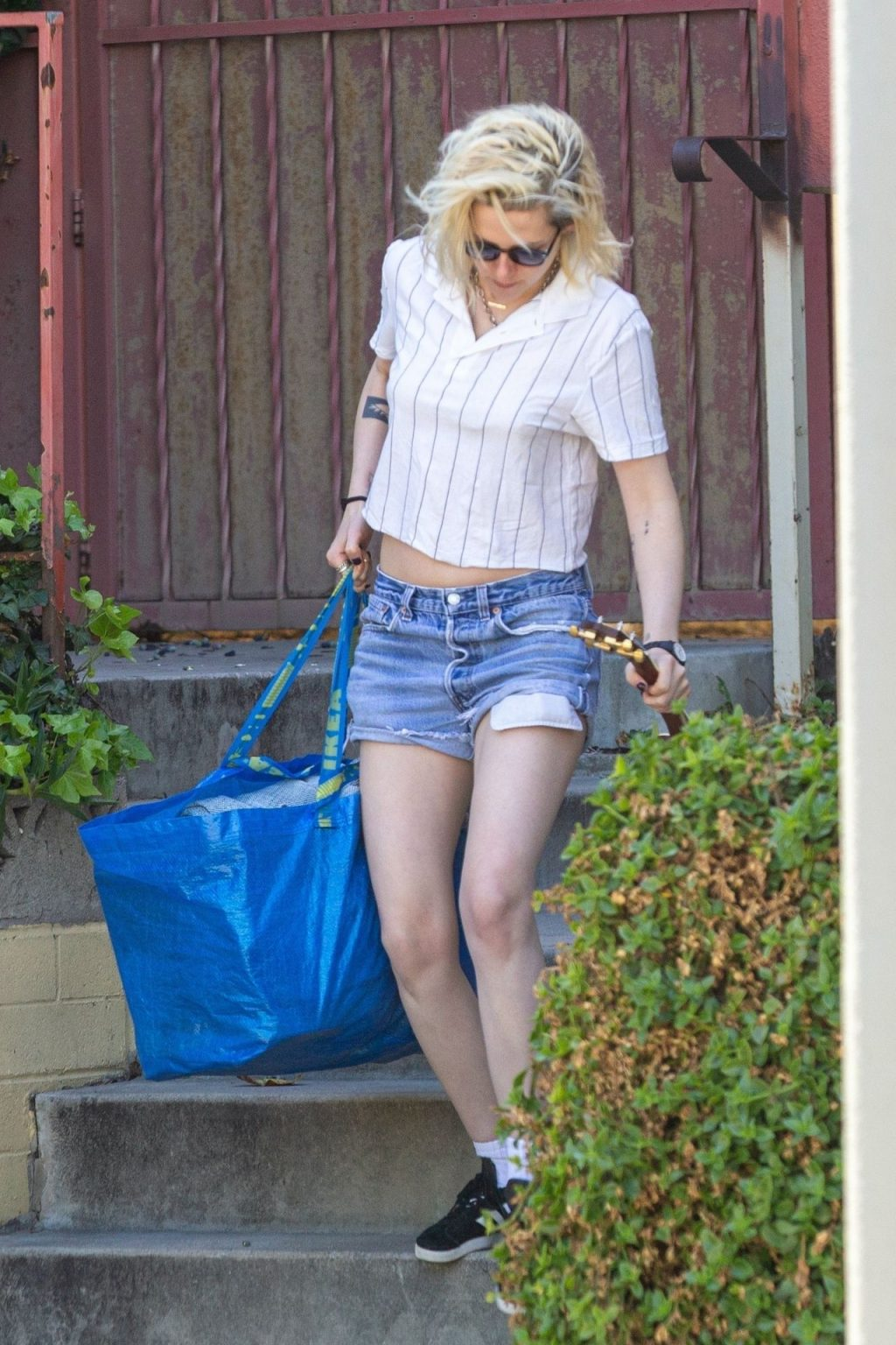 Kristen Stewart Cools Off While Helping a Friend Move in LA (56 Photos)