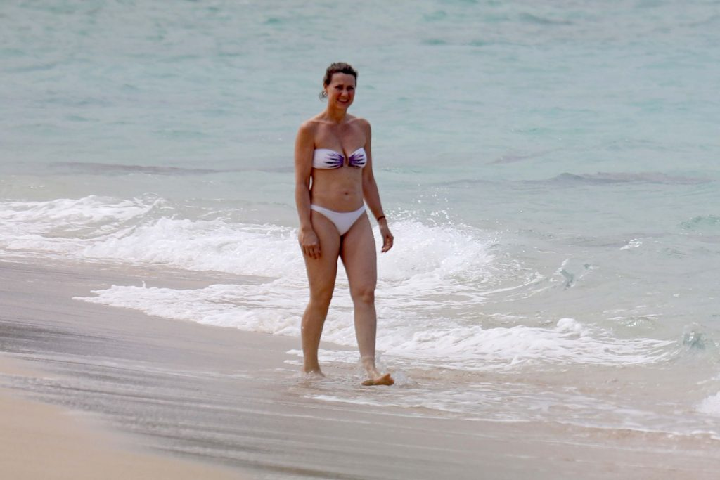 Princess Martha Louise Seen on Vacation in Hawaii's Northshore (41 Photos)