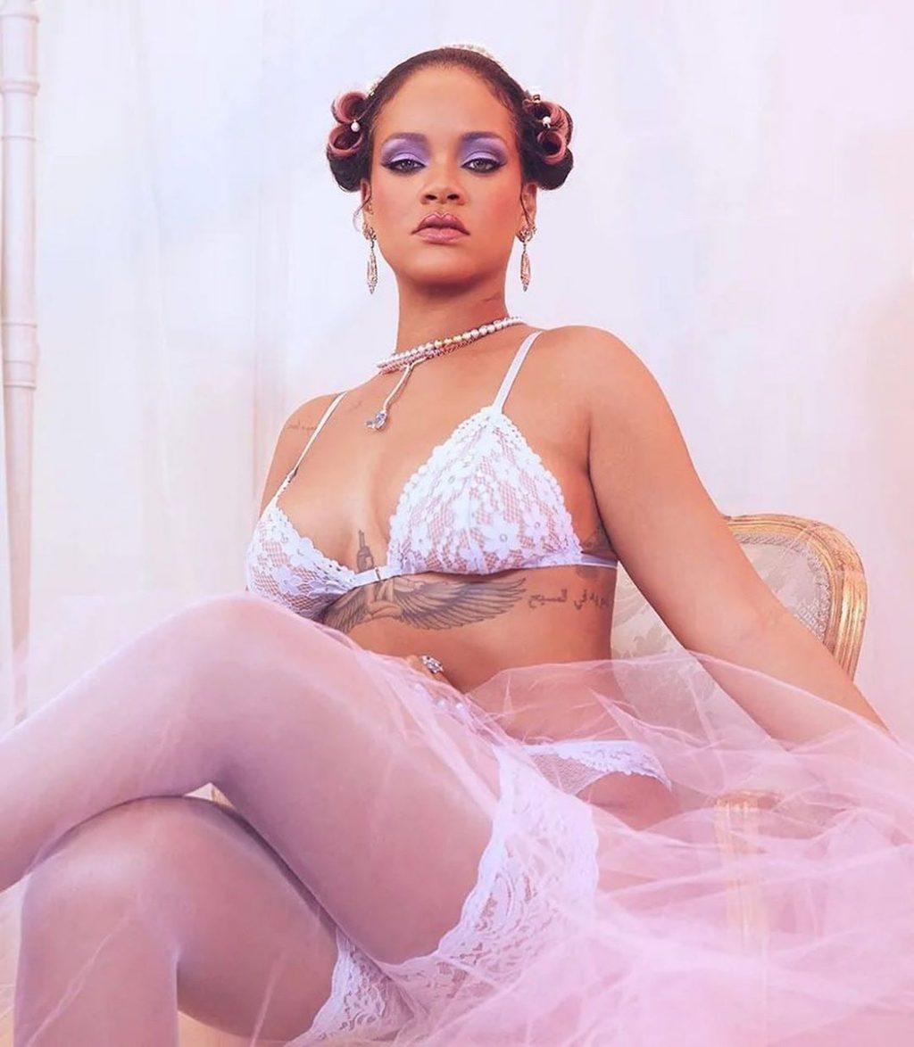 Rihanna Shows Off Her Sexy Body in Underwear (10 Photos)