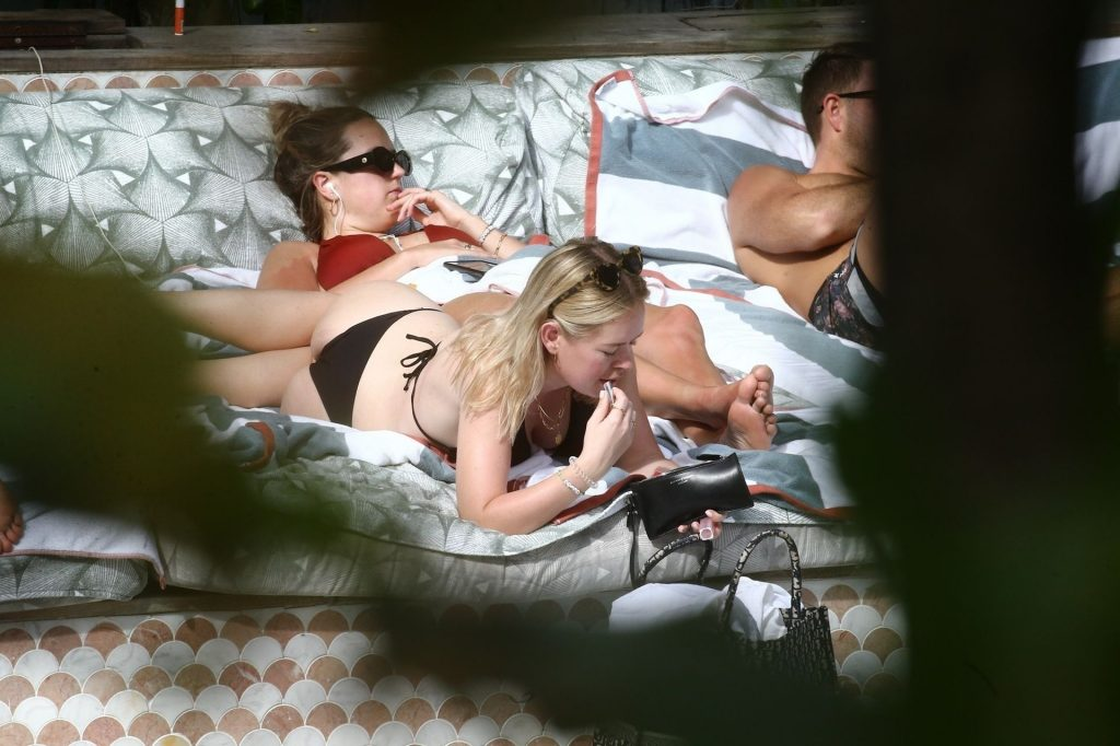 Tanya Burr Shows Off Her Figure in a Bikini (32 Photos)