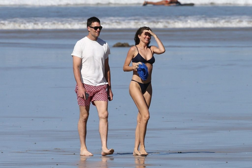 Tom Brady & Gisele Bundchen Pack on the PDA at the Beach (31 Photos)