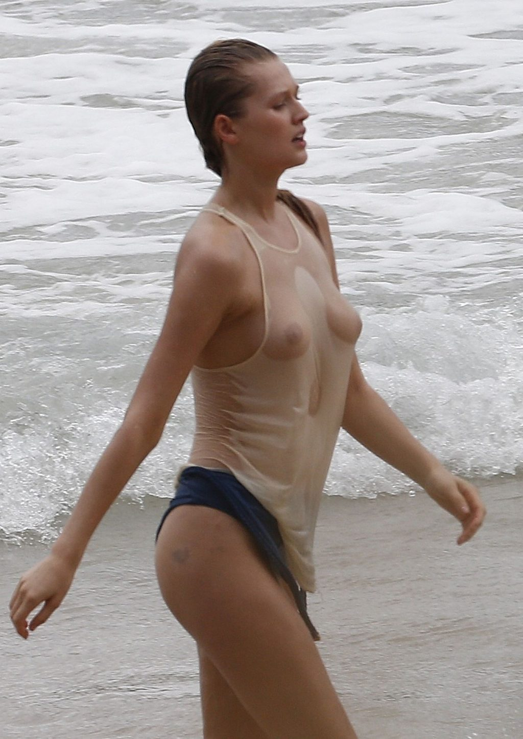 Toni Garrn Shows Her Tits in a Wet Top (9 Photos)