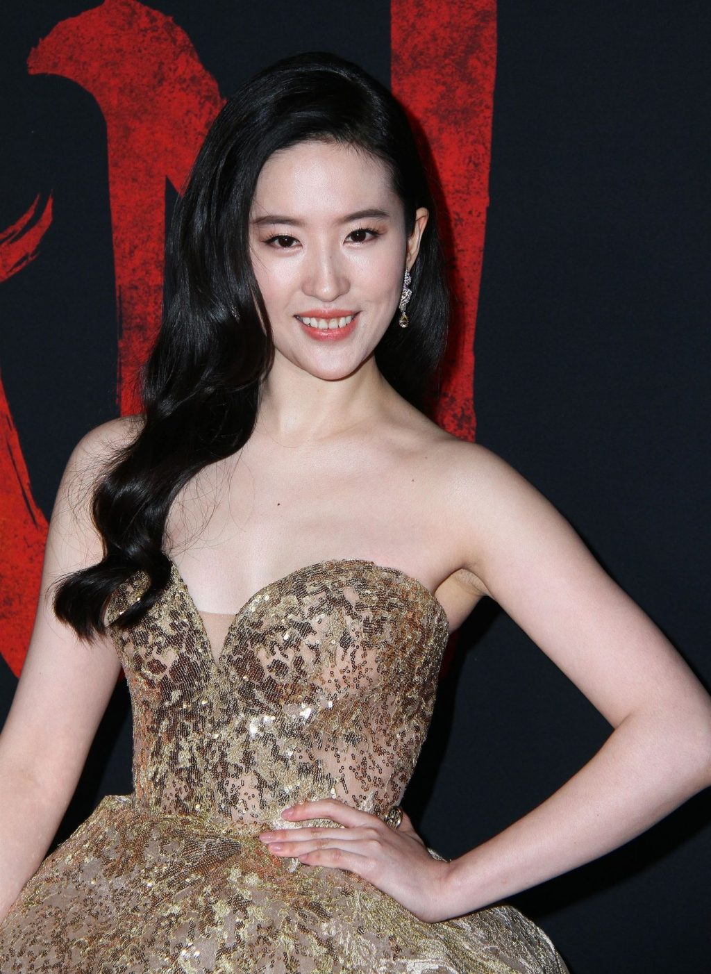 Yifei Liu Shines at the Premiere of Mulan in Los Angeles (16 Photos)