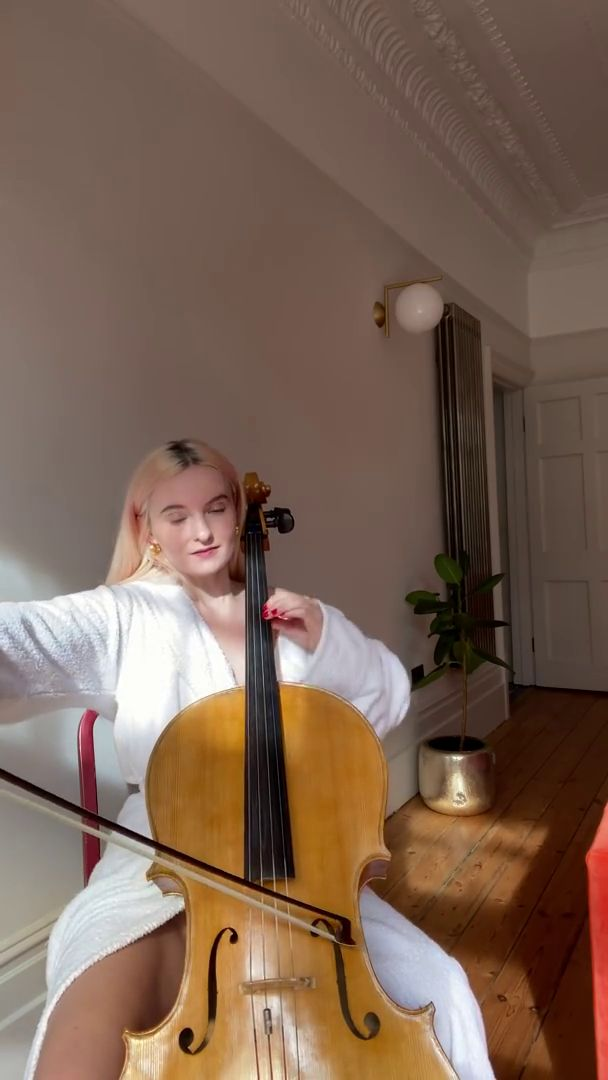 Grace Chatto Upskirt (4 Pics)